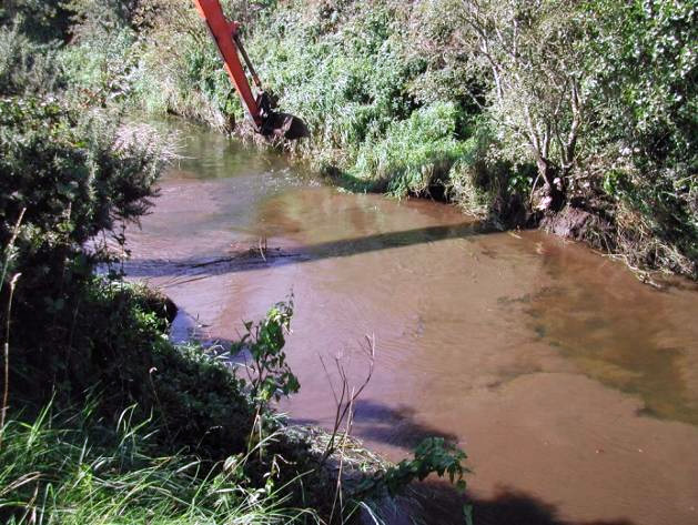 Visual elevation of suspended solids levels downstream a working machine. OPW works take place within lamprey spawning season.